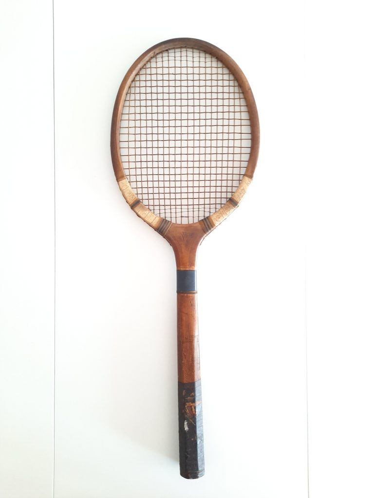 Are wooden tennis rackets worse?