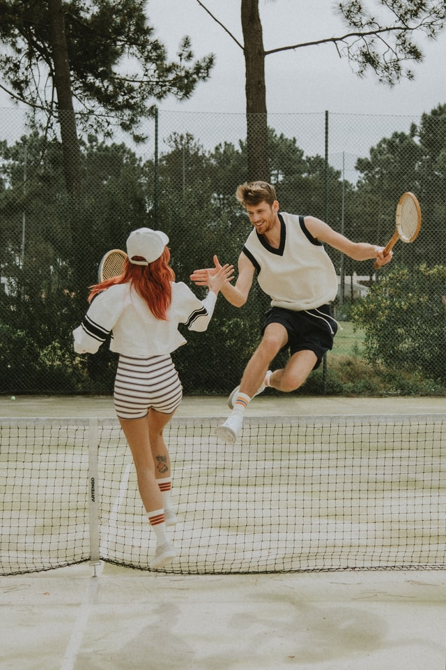 can you play tennis well with wooden rackets