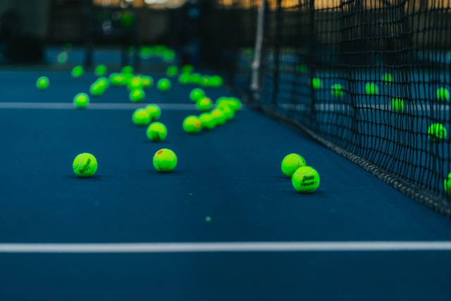 what temperature tennis ball need to be keept
