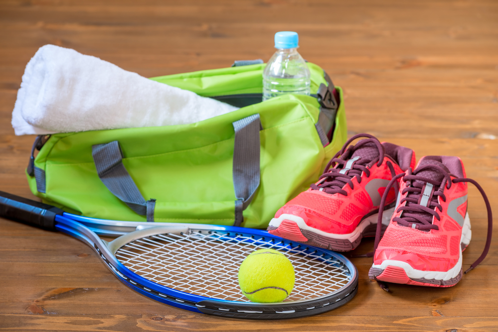 Tennis bag with equipment