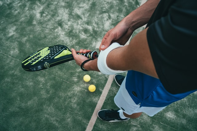 Is It Legal To Switch Hands In Tennis During Match?